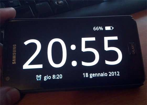 Clocksaver trasfomare lo smartphone in orologio da tavolo - Orologio digitale da tavolo ...