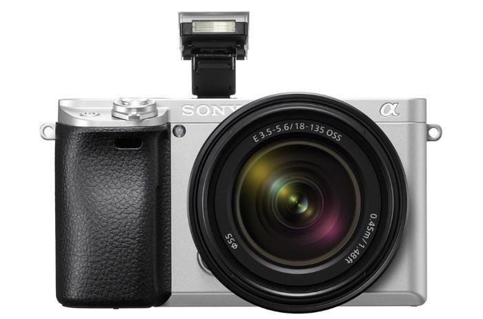 Sony A6300 argento e nuovo obiettivo F3,5-5,6 18-135 mm